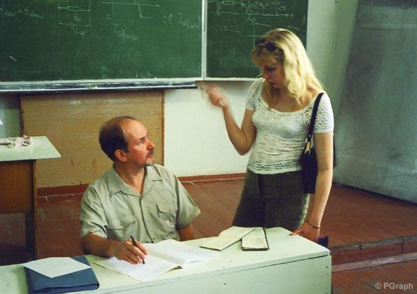 dve-studentki-i-professor