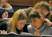 Голландские студенты передали парламенту фаллический символ своей несчастной жизни