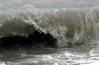 Из-за цунами затонула рыболовецкая шхуна