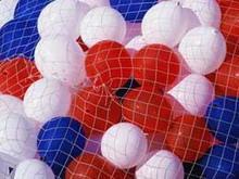 Школа загорелась от взрыва тысячи воздушных шаров
