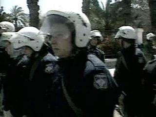 Буйных фанатов в Афинах полиция будет обстреливать из пейнтбольных ружей