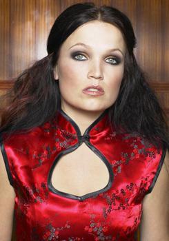 Вокалистка Nightwish выпускает сольник