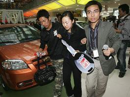 Китаянка насосала автомобиль