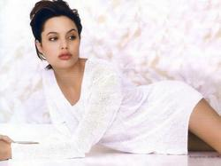 Анджелине Джоли подарили кольцо, но не Бред Питт