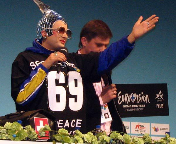 """Верка Сердючка на """"Евровидении 2007"""" стала дочкой Элтона Джона"""