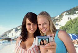 С кем лучше провести отпуск девушке?
