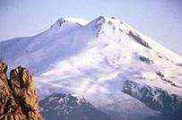 На Эльбрусе ищут пропавшего испанского альпиниста