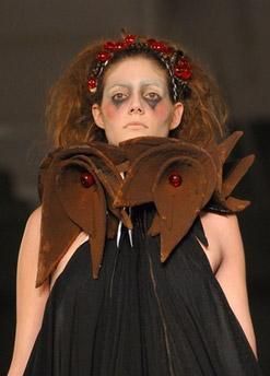 Дефиле платьев из шоколада