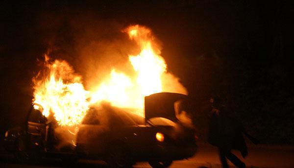 В Петербурге горит автопарк