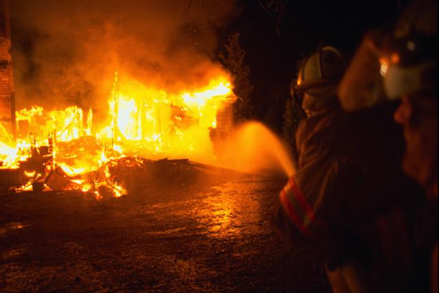 СМИ подожгли гипермаркет Ашан