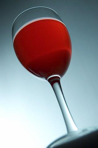 Как подавать вино к столу