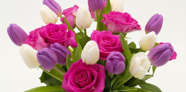 Какие цветы дарить к торжествам?