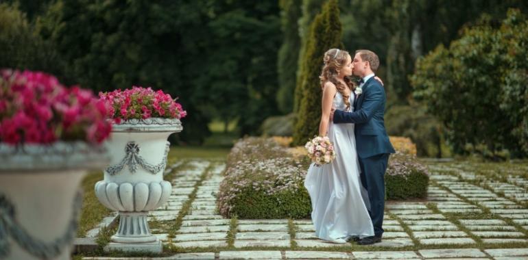 10 способов отпраздновать дату свадьбы, если вам приходится ее откладывать
