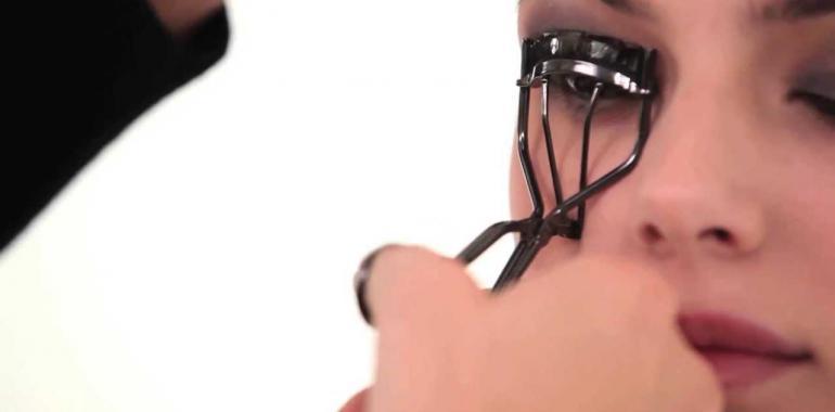 Как пользоваться щипцами для завивки ресниц