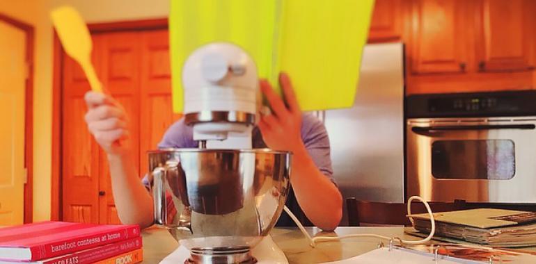 Распределение зон на кухне, оснащение техникой