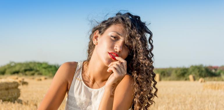 Как выглядеть моложе своих лет? Советы по уходу за кожей