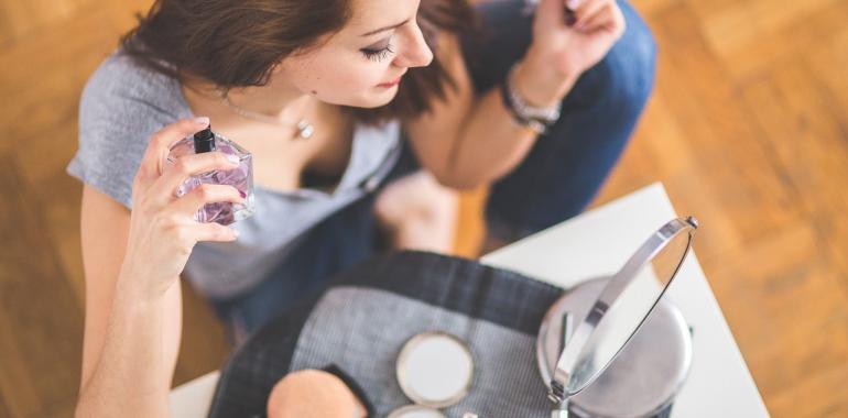 Как правильно наносить женский парфюм