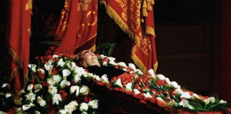 Похороны Брежнева - видео, как уронили гроб