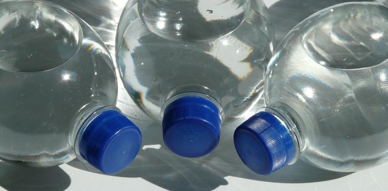 вода в пластиковых бутылках вред