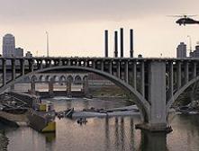 Мост через Миссисипи унес жизни девяти человек