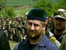 Жители не дают снимать портреты Кадырова