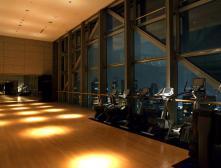 Фитнес-центр Club On The Park отеля Park Hyatt Tokyo