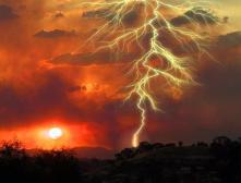 Под Воронежем от удара молнии пострадали 10 детей