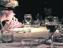 """Ресторан """"В темноте?"""": на время стать незрячим"""