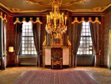 Дизайн зала, обои, шторы, интерьер мебели - только фото