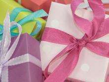 Как красиво упаковать подарок в подарочную бумагу